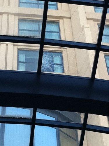 iPhone 4 упал с 27 этажа и ... продолжает отлично работать